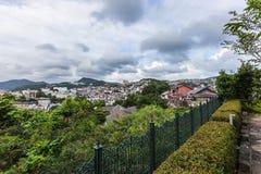 Nagasaki stadshorisont från överkanten av kullen av Minami-Yamate Royaltyfri Bild