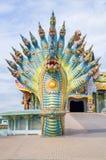 Nagaskulptur dekorerades med den glasade tegelplattan Arkivfoto
