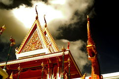 Nagastandbeeld in Thaise tempel, blauwe achtergrond Royalty-vrije Stock Foto's