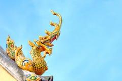 Nagastatue auf Hintergrund des blauen Himmels Stockfotografie