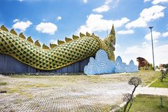 Nagastatue und Phayakunkak-Museums-Staatsangehörig-oder Kröten-Museum in Yasothon, Thailand Lizenzfreies Stockfoto