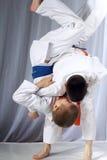 Nage-wazatechnik bei der Ausführung durch zwei Athleten stockfoto