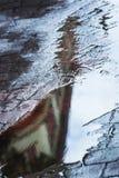 Nagedacht in een regenvulklei royalty-vrije stock afbeelding