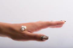 Nagelkunst und -perlen Lizenzfreies Stockfoto