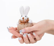Nagelkunst und Spielzeugkaninchen Stockfotos