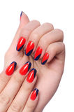 Nagelkunstkonzept mit den Händen Stockbild