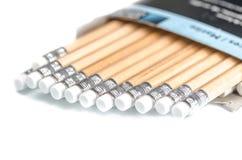 Nagelneue Bleistifte innerhalb des Karton-Kastens Lizenzfreie Stockfotos