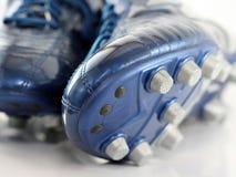 Nagelneue glänzende blaue Fußballmatten/-schuhe Stockfotografie