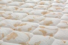 Nagelneue saubere Matratzenschoneroberfläche stockbilder