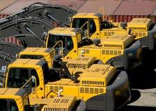 Nagelneue schwere Ausrüstung, die auf die Docks wartet Lizenzfreie Stockfotografie