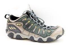 Nagelneuer Mann der Nahaufnahme, der Schuhe auf Weiß wandert stockfoto