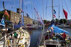Nagelsax som förtöjas på St Katherine Dock i London Arkivfoto