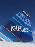 Nageoire caudale inspirée par le code barres de conception de JetBlue Embraer 190 Photos stock