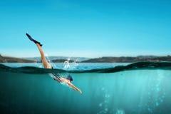 Nageur dans les nageoires Media mélangé photo stock