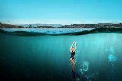 Nageur dans les nageoires Media mélangé photos libres de droits