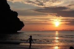 Nageur de coucher du soleil Images libres de droits