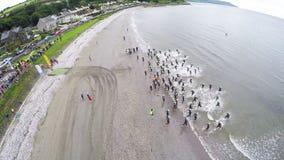 Nageurs dans le triathlon de festival de Dalriada dans Glenarm Co Antrim Irlande du Nord image libre de droits
