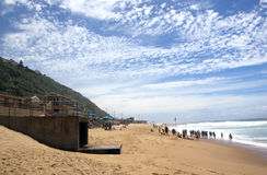 Nageurs et Paddlers chez Brighton Beach, Durban Afrique du Sud photo stock