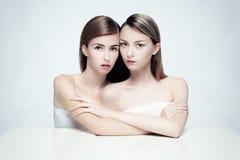 Nagi portret dwa kobiety Zdjęcia Stock