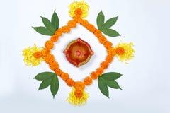 Nagietka kwiatu rangoli projekt dla Diwali festiwalu, Indiańska festiwalu kwiatu dekoracja fotografia royalty free