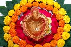 Nagietka kwiatu rangoli projekt dla Diwali festiwalu, Indiańska festiwalu kwiatu dekoracja zdjęcia royalty free
