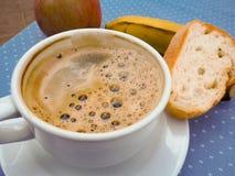 Naglący śniadanie, kawa, owoc, chleb fotografia stock