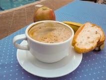 Naglący śniadanie, kawa, owoc, chleb zdjęcie royalty free