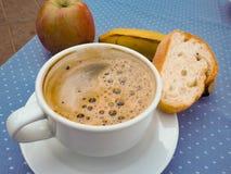 Naglący śniadanie, kawa, owoc, chleb obraz royalty free
