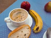 Naglący śniadanie, kawa, owoc, chleb obraz stock