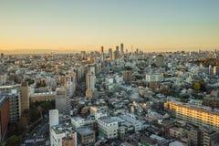 Nagoya cityscape med härlig himmel i solnedgångaftontid Arkivfoton