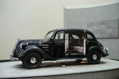 Nagoya, Japão - 29 de março de 2015: Toyota modela o AA indicado no museu do automóvel de Toyota Fotografia de Stock