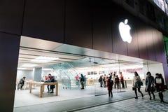 NAGOYA JAPAN - FEBRUARI 07, 2016: Apple shoppar Är amerikanska corpus Arkivbild