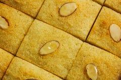 Nahöstlicher Grieß-Kuchen Basbousa lizenzfreies stockbild