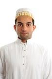Nahöstlicher Mann, der kulturelles Kleid trägt Stockbild