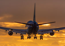 Nah überraschen oben von einem enormen Flugzeug Lizenzfreie Stockfotos