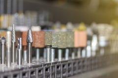 Nah herauf viele Art und Form der kleinen Schleifscheibe der hohen Qualität oder des metallschneidenden und Polierwerkzeugs für i stockfoto