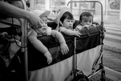 Naha Japonia, Listopad, - 16: Furgon pełno niezidentyfikowani dzieciaki na ulicach na Listopadzie 16, 2015 w Naha, Japonia Obrazy Stock