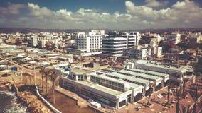 NAHARIYA ISRAEL-MARCH 9, 2018: Flyg- sikt till staden av Nahariya, Israel Arkivfoton