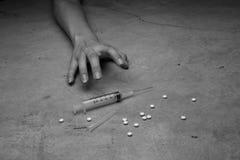 Nahaufnahme auf dem Boden der Spritze mit der Droge Lizenzfreies Stockbild