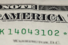 Nahaufnahme auf der Aufschrift von Amerika, auf einem ein Dollarschein Lizenzfreie Stockfotografie