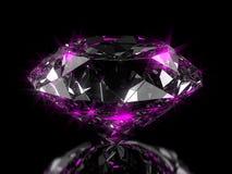 Nahaufnahme auf einem Diamanten auf einer halbglänzenden Fläche mit rosa Reflexion stockfoto