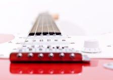Nahaufnahme auf einer elektrischen Gitarre Lizenzfreie Stockfotografie