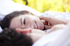 Nahaufnahme auf liebevollen Paaren Lizenzfreie Stockfotos