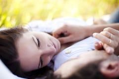 Nahaufnahme auf liebevollen Paaren Stockbild