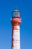 Nahaufnahme auf Pakri-Leuchtturm gegen blauen Himmel Stockfotografie