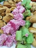 Nahaufnahme auf Süßspeise Malaysias populärem sortiertem kuih muih Currypuff lizenzfreies stockfoto