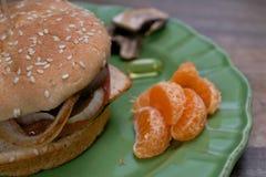 Nahaufnahme auf Sandwich und Ergänzungen des strengen Vegetariers Stockbilder