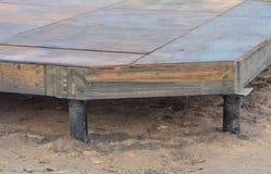 Nahaufnahme, Bau ein Rahmenhaus, der raue Boden des Sperrholzes Stockfotografie