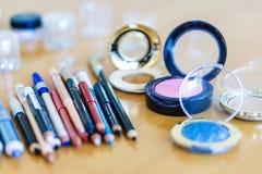 Nahaufnahme, Bleistiftmake-up und Lidschatten Schönheitsmodekonzept Lizenzfreies Stockfoto