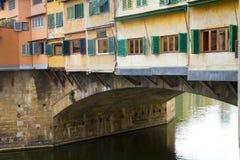 Nahaufnahme-Brücke Ponte Vecchio über Arno-Fluss Ita Stockfoto
